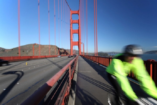 Dynamic photo of bicyclist on the Golden Gate Bridge